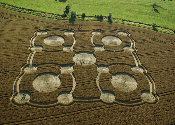 A quintuplet of quintuplets found close to Avebury Manor, Wiltshire, 2005. Photograph by Steve Alexander / Temporary Temples.